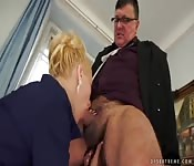 The boss stunned with quick blowjob session