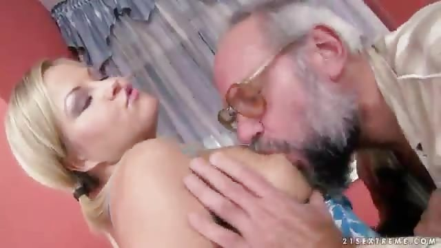 Amateur pussy fisting