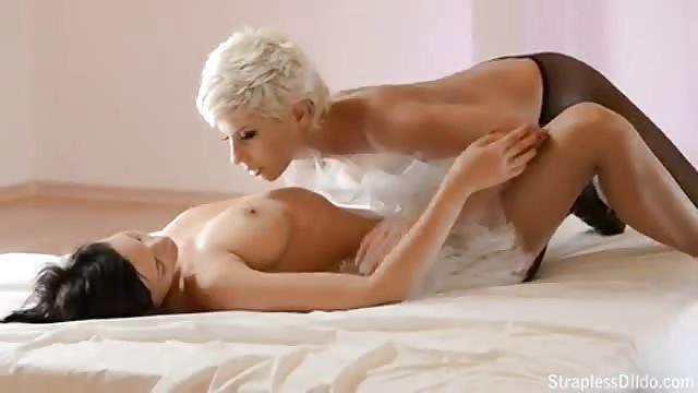 Brandi uwielbia lesbijskie porno mama tyłek porno