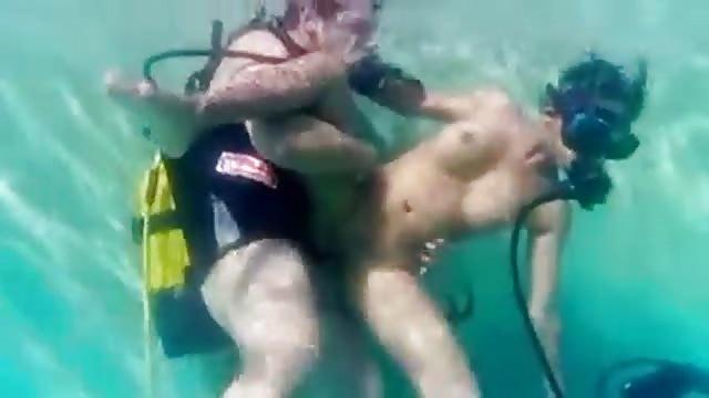 Im Pool Sex