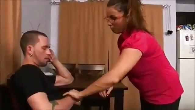 Heiße Reife Frau Fickt Einen Angestellten Ihres Mannes
