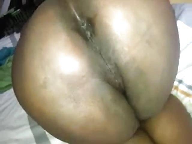 Milf Geilt Riesenschwanz Mit Latexhandschuhen An